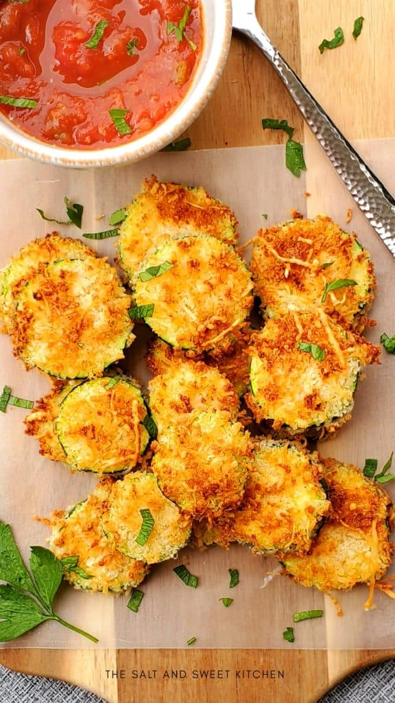 If you love simple zucchini recipes, you will love these Air Fried Zucchini Chips. #Zucchinichipsairfryer