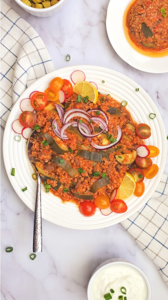 If you are looking for bulgur wheat recipes that uses coarse bulgur, then you will love this Lebanese dish, Bulgur pilaf with zucchini.