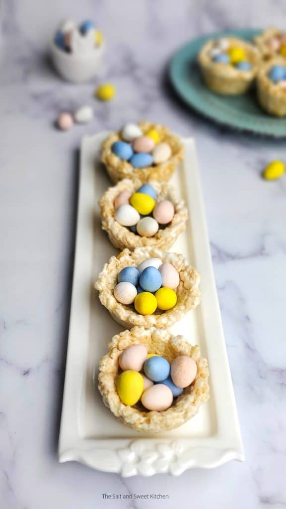 If you are looking for Easter treats, the you will love these Easter rice krispies - rice krispies nests.