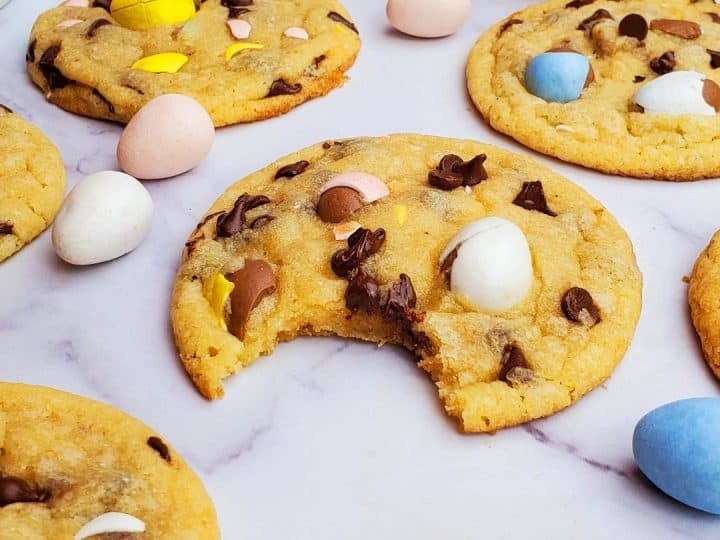 Easter Chocolate chip cookies- Easter cookies- baking with kids.