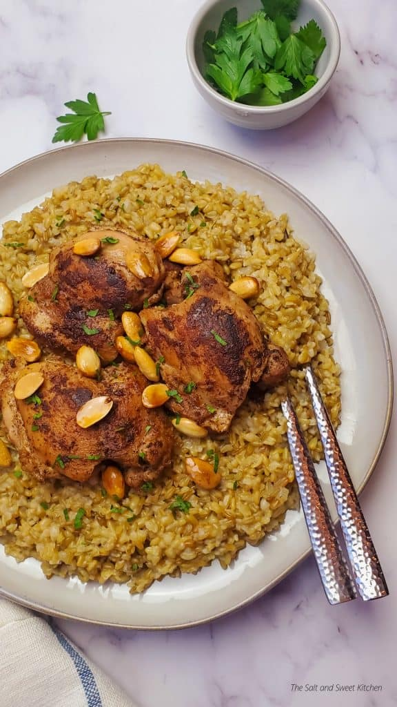 if you are looking for cracked freekeh recipes, then you will love this freekeh with chicken. The perfect Lebanese recipe.